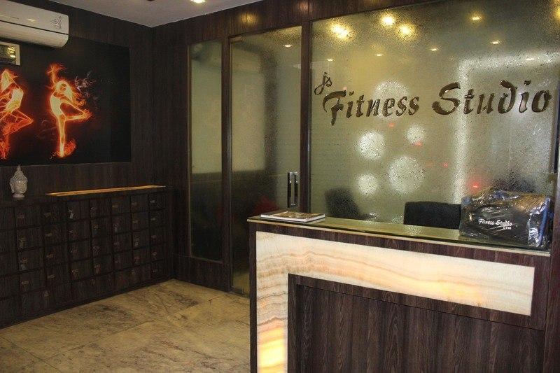 Offers on gyms near me in rajouri garden delhi fitternity